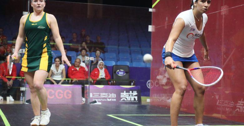 Nouran Gohar takes on Sarah Cardwell during the 2018 WSF Women's World Team Squash Championship