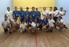 Squashinhos staff alongside their juniors