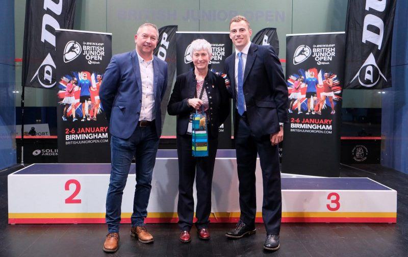Zena Wooldridge (centre) pictured with former World No.1 Nick Matthew (right) and Dunlop UK Sales Manager Steve Heatley (left)