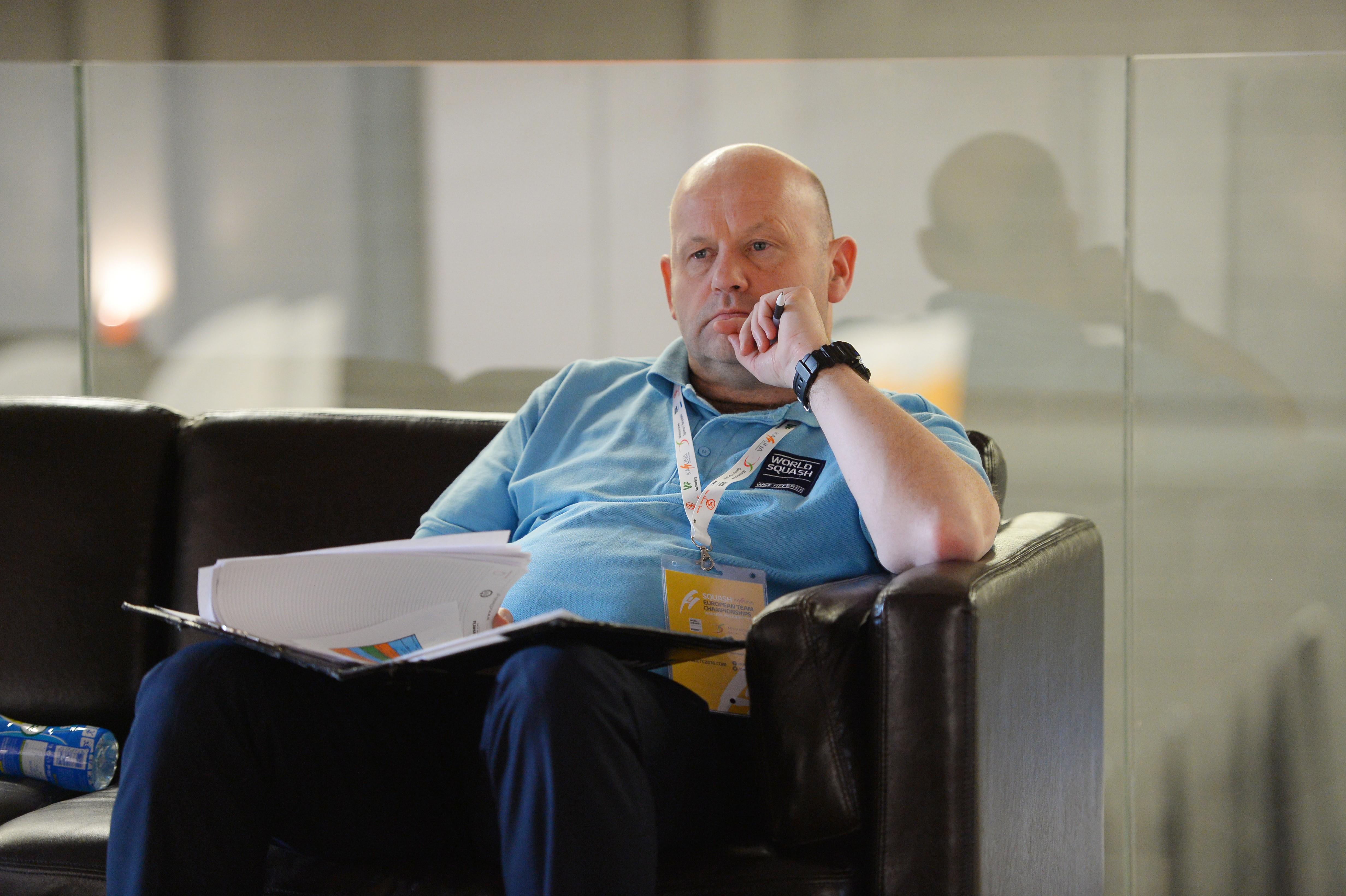 Referee Roy Gingell