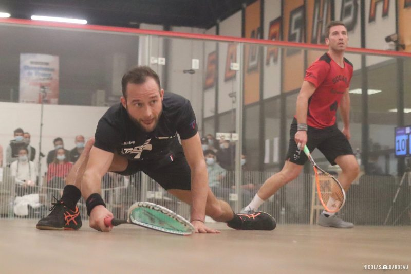 Gregoire Marche (left) takes on Mathieu Castagnet in the men's French Nationals final (picture credit: Nicolas Barbeau)
